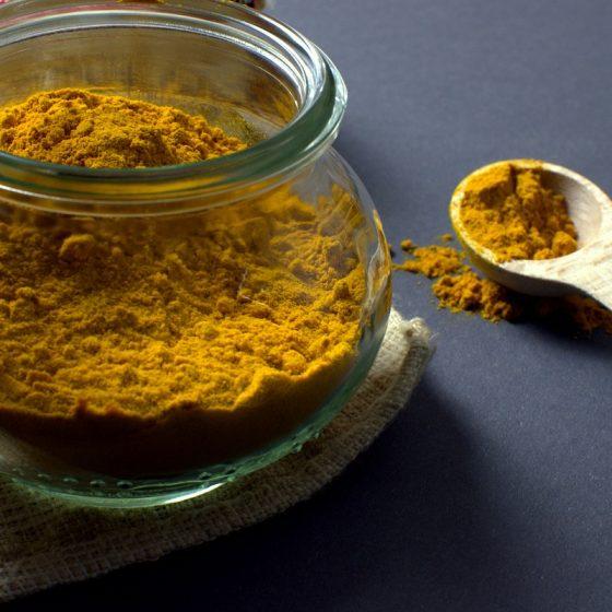 maseczka hinduska z kurkumy, przepis, Wielka Księga Kosmetyków Naturalnych. Rytuały piękna i sekretne receptury z różnych stron świata (Fot. Pixabay)