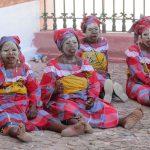 Tradycyjne maski mussiro kobiet z Mozambiku