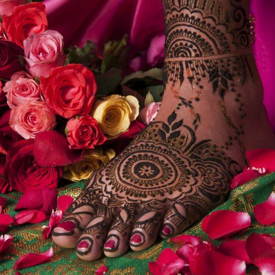 ajurwedyjskie kosmetyki, przepisy na naturalne kosmetyki, pielęgnacja ciała, masaż, olej sezamowy, jak kobiety z różnych stron świata dbają o urodę, sekrety urody, rytuały piękna