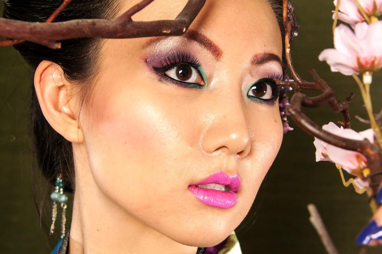 makijaż, kredka do brwi, przepisy na naturalne kosmetyki azjatyckie, jak kobiety z różnych stron świata dbają o urodę