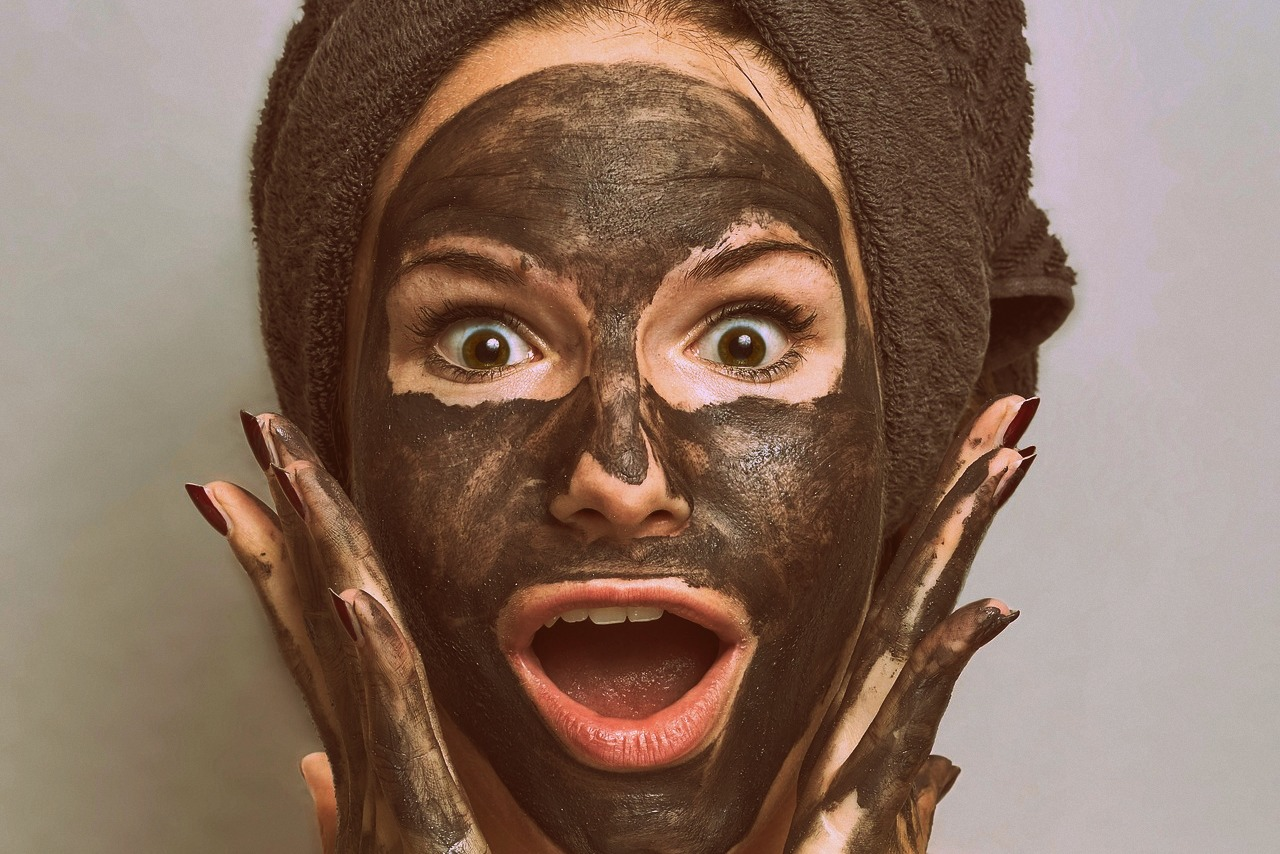 marokańska glinka rhassoul, naturalne kosmetyki, przepisy na domowe kosmetyki, jak kobiety z różnych stron świata dbają o urodę, włosy, skóra, maseczka, rytuały piękna